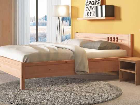 Nachttisch aus Zirbe im Zirbenschlafzimmer