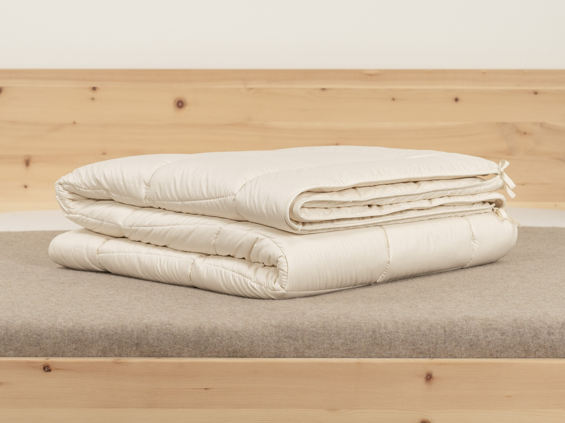 Zusammengesetzt aus einer leichten Sommer- und einer mittelwarmen Medium-Decke.
