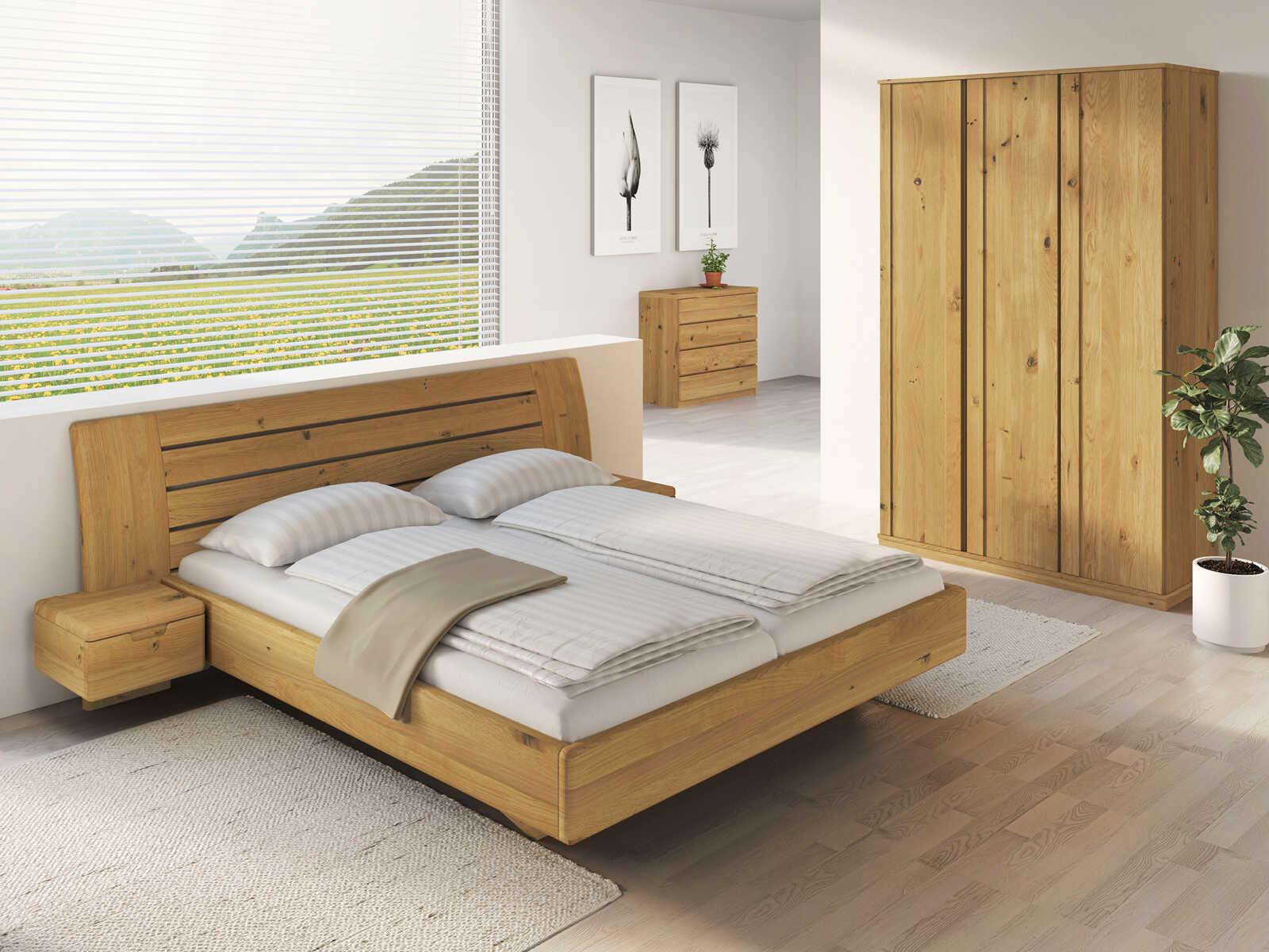 """Schlafzimmer aus Massivholz Wildeiche mit Bett """"Bettina"""" 180 x 200 cm mit schmalen Nachttischen"""