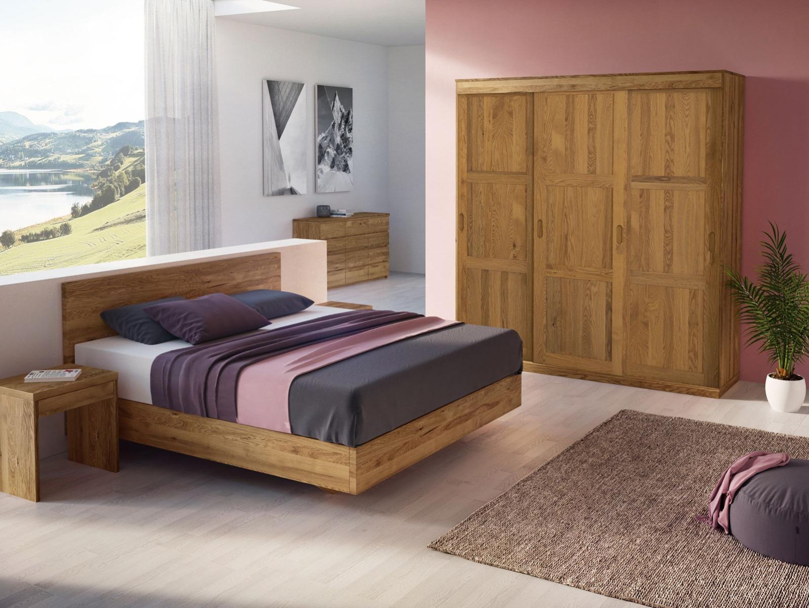 Schlafzimmer mit Schiebetürschrank in Eiche