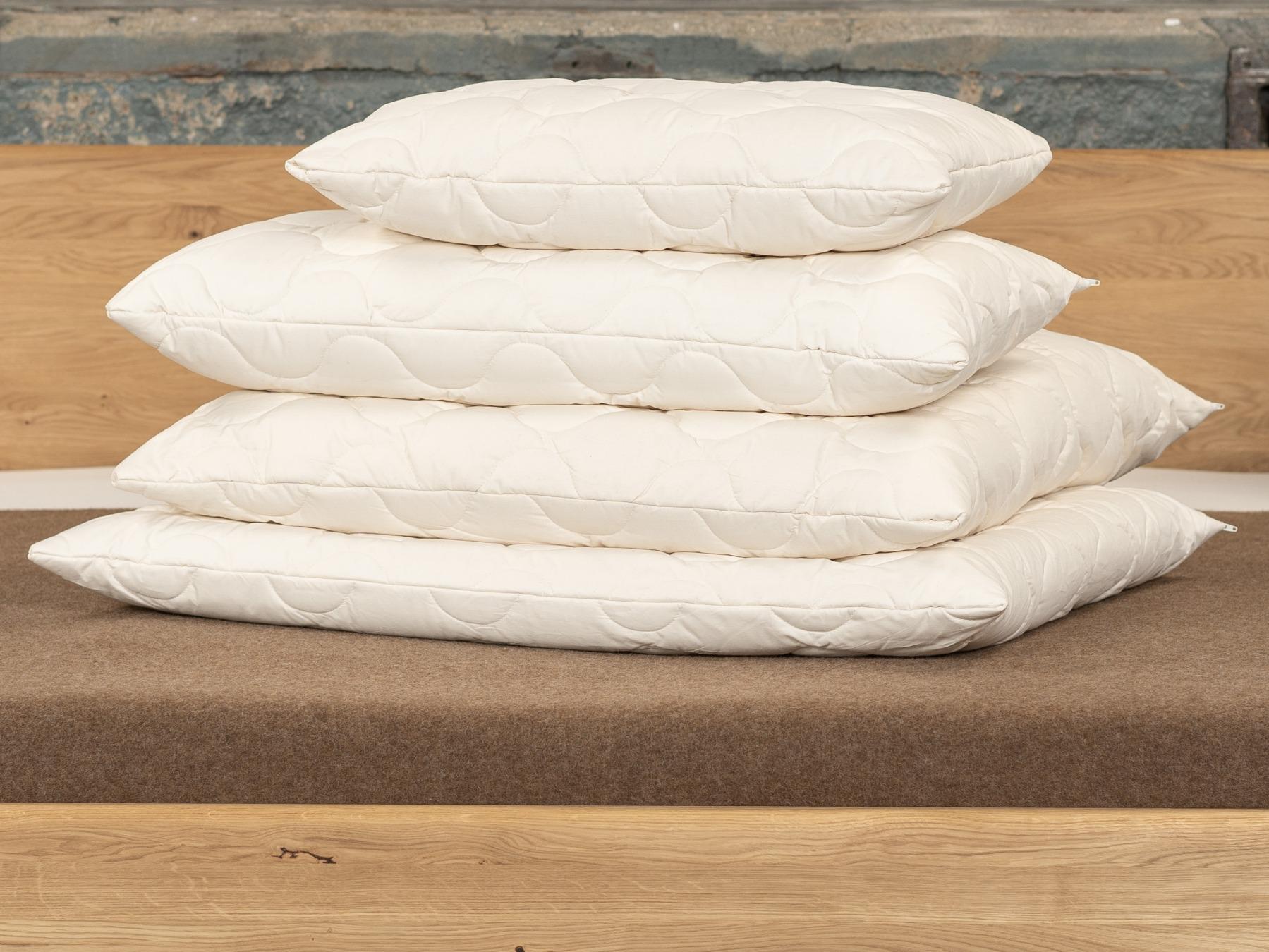 Kamelhaar-Kissen spenden Wärme und bieten angenehm weichen Liegekomfort.
