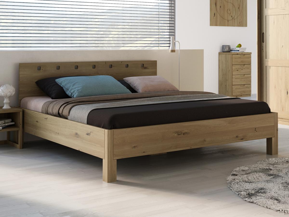 """Schlafzimmer mit Wildeichenholzbett """"Karel"""" 180 x 200 cm"""