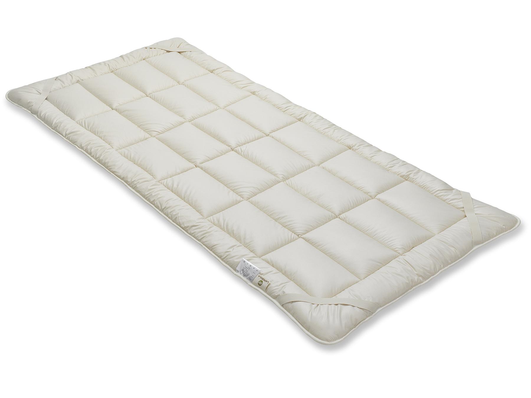 Die vier praktischen Schräggummibänder dienen dazu, das Unterbett an der Matratze zu befestigen.