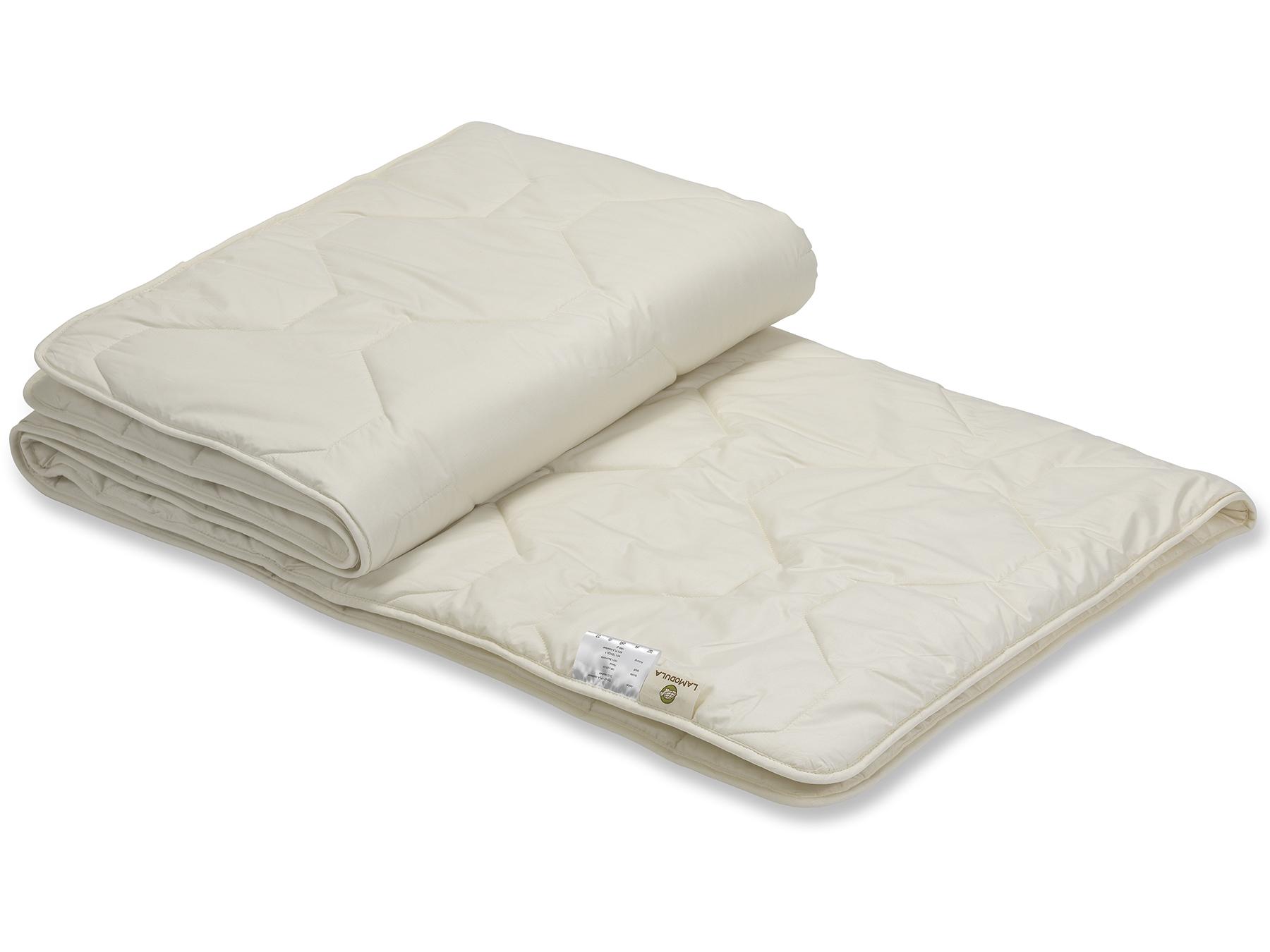 TENCEL™ Faser und Mais-Vlies sind ein weißer Füllstoff. Dadurch schimmert diese Decke cremig.