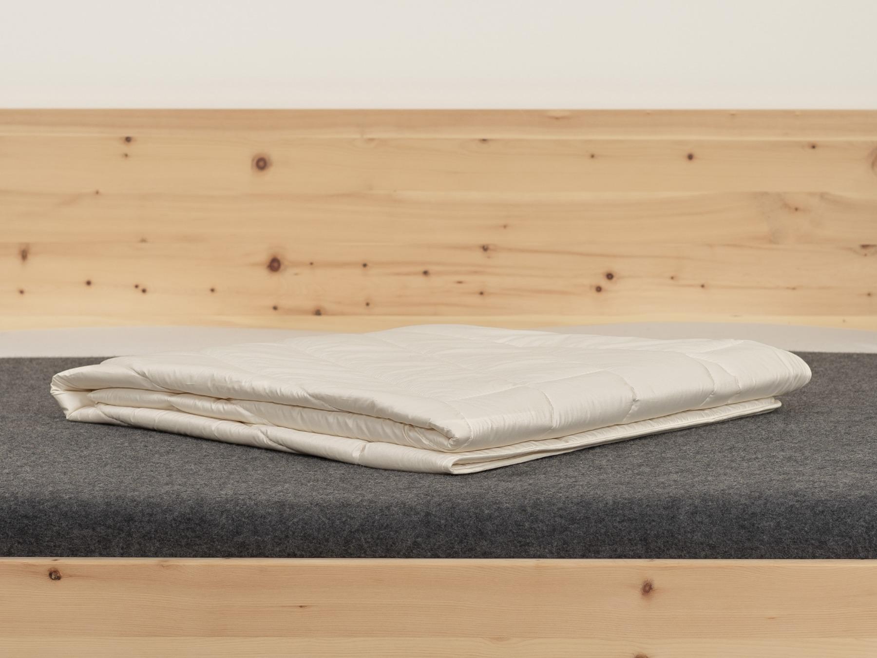 Leichte Sommerbettdecke aus einem natürlichen, nachwachsenden Rohstoff.