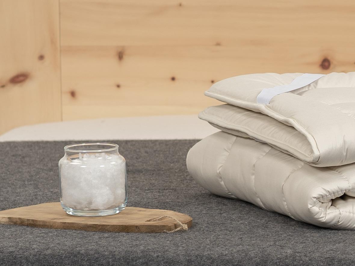 Gefüllt mit Maisfaser und TENCEL™ Faser, bezogen mit Feinbatist.