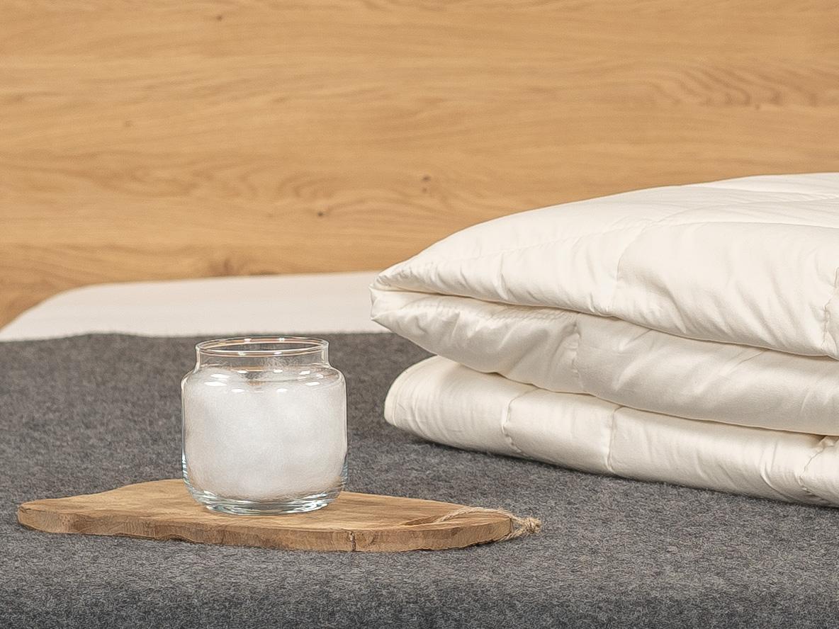 Kühlende TENCEL™ Faser: hergestellt aus dem Rohstoff Holz.