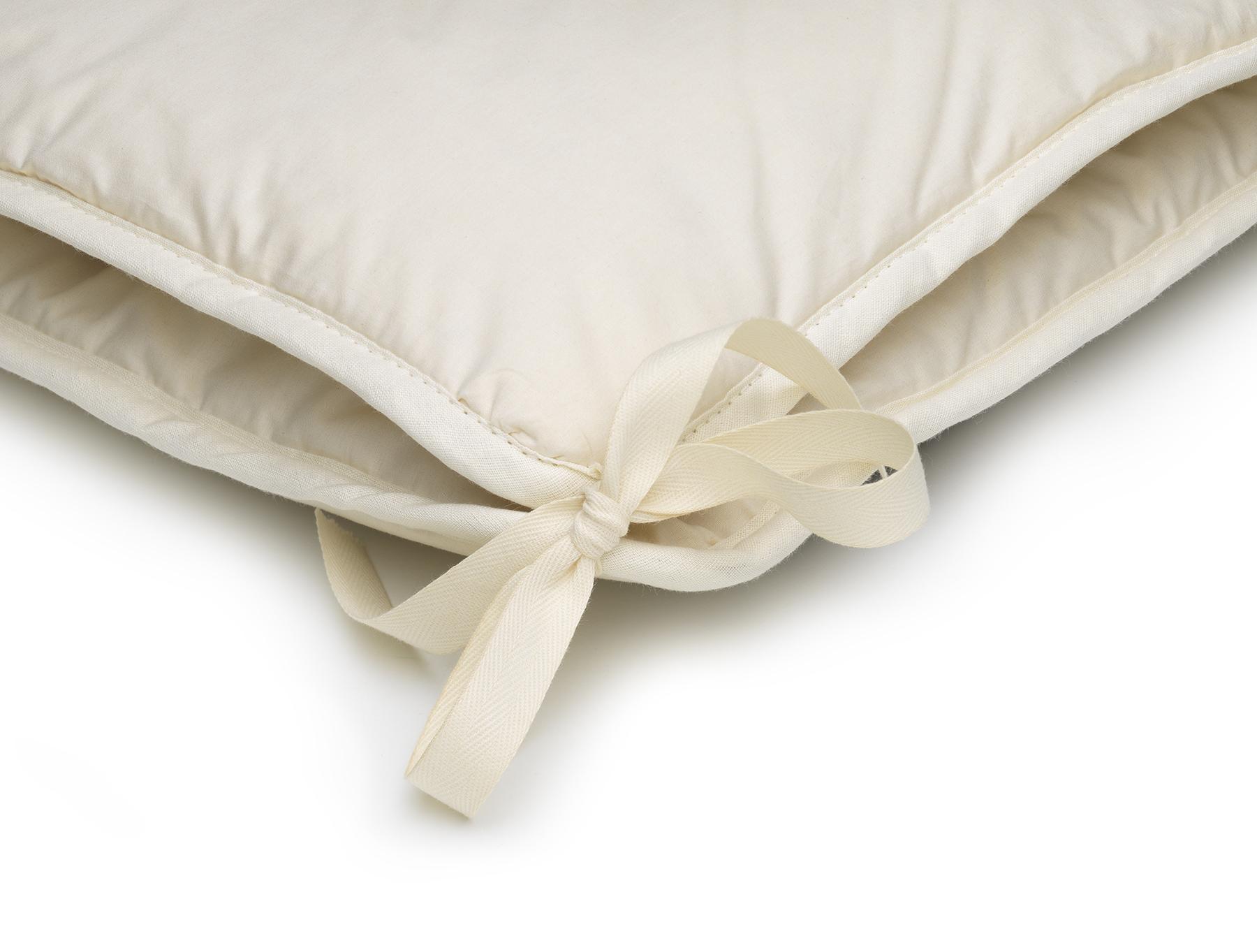 Mit praktischen Bändern können die beiden Decken verknüpft werden.