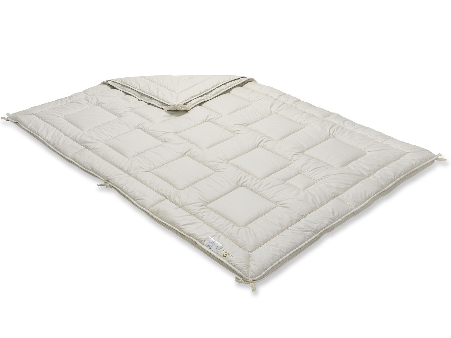 Mit praktischen Bändern werden die Medium- und die leichte Decke miteinander verknüpft.