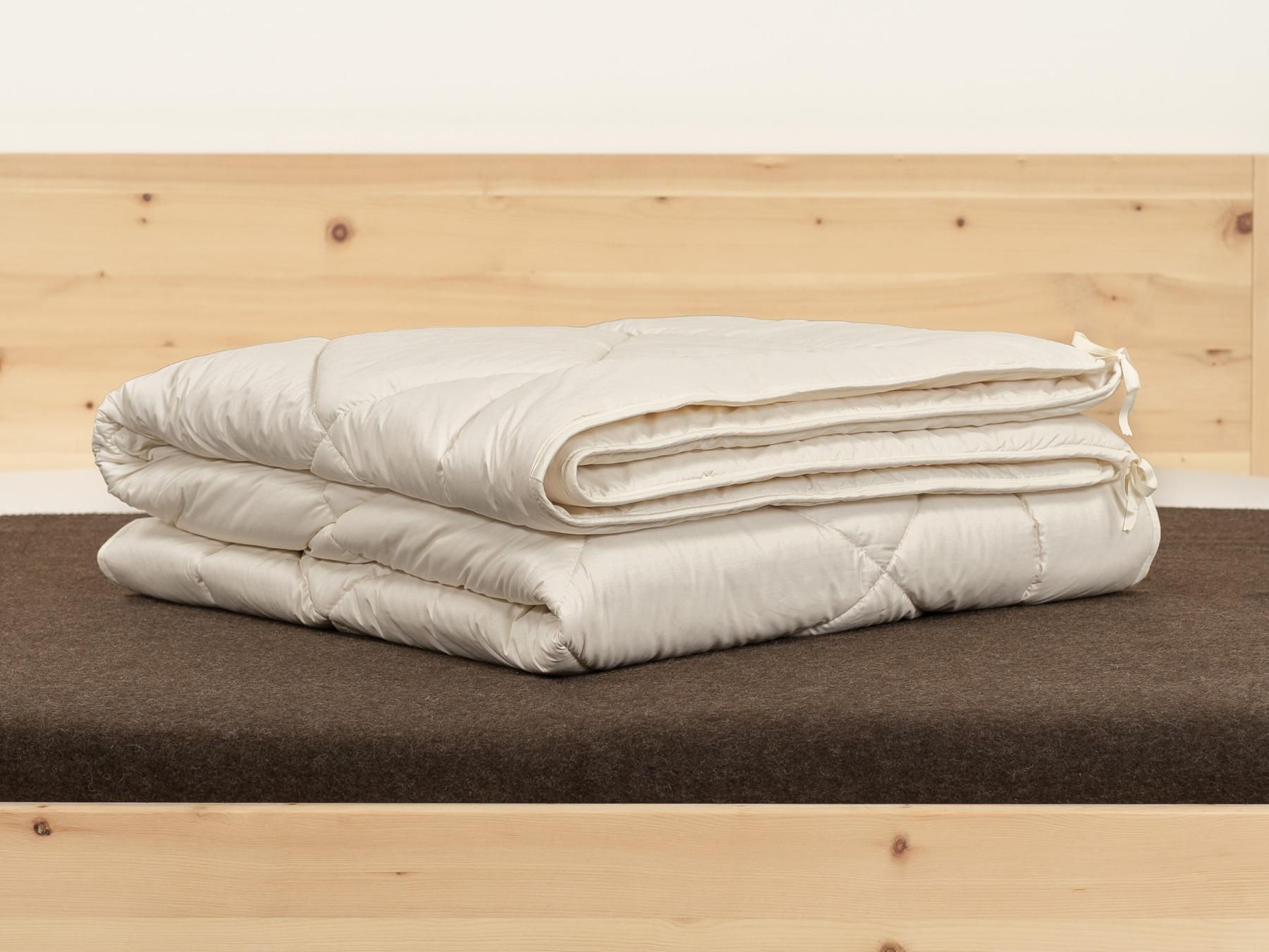 Leichte Sommerdecke und mittelwarme Medium-Decke kombinierbar.