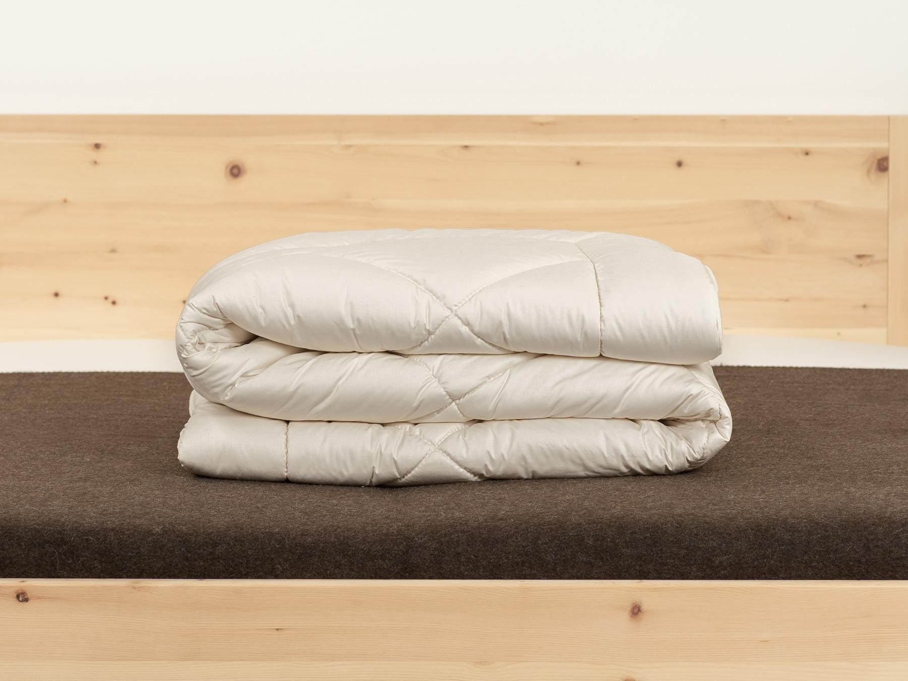 Duo-Zirbendecke: 2 leichte Decken miteinander versteppt.