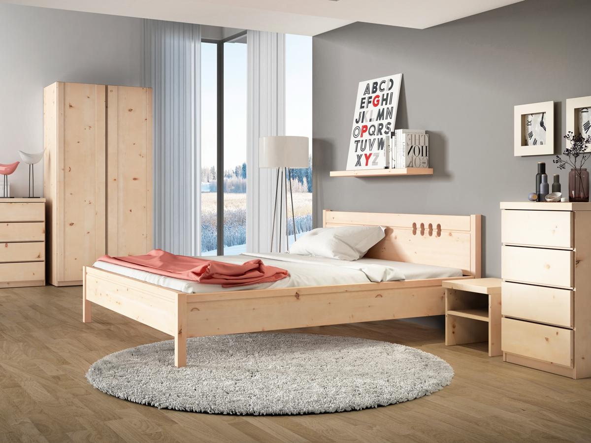 """Zirbenschlafzimmer mit Nachkästchen """"Alfred"""" in Standardhöhe"""