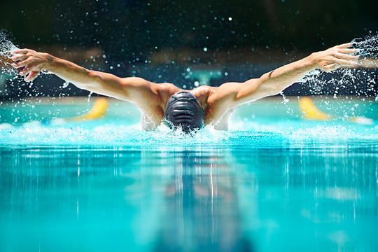 Ausreichend Schlaf hat positive Auswirkungen auf Schwimmer